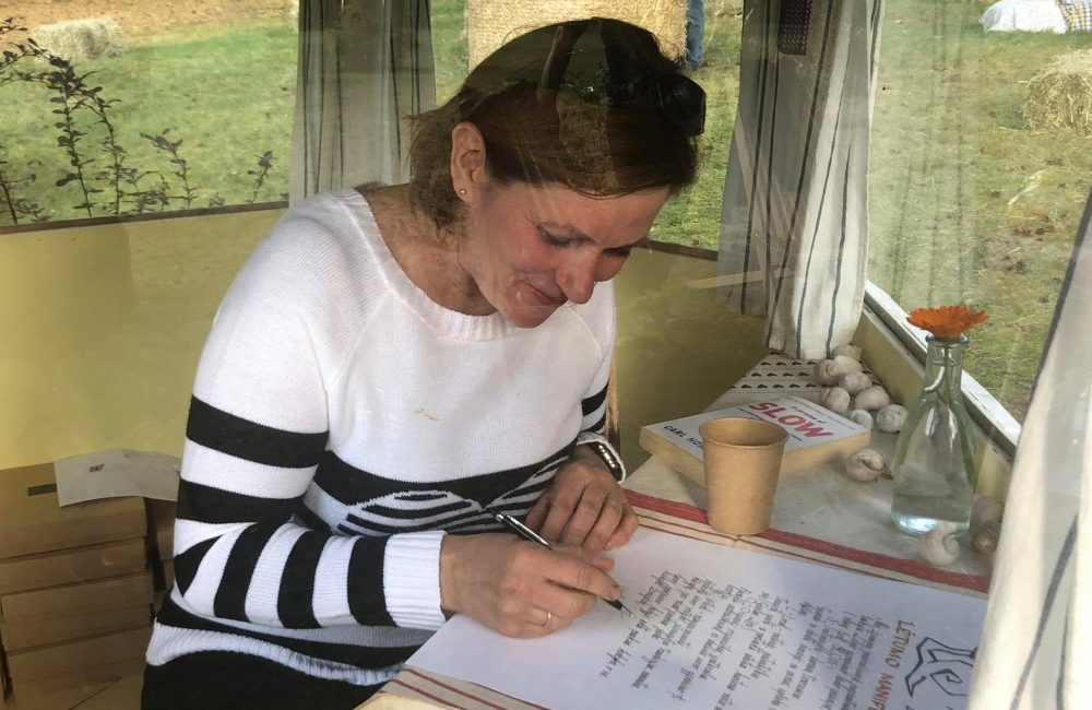 Rita pasirašo Lėtumo manifestą