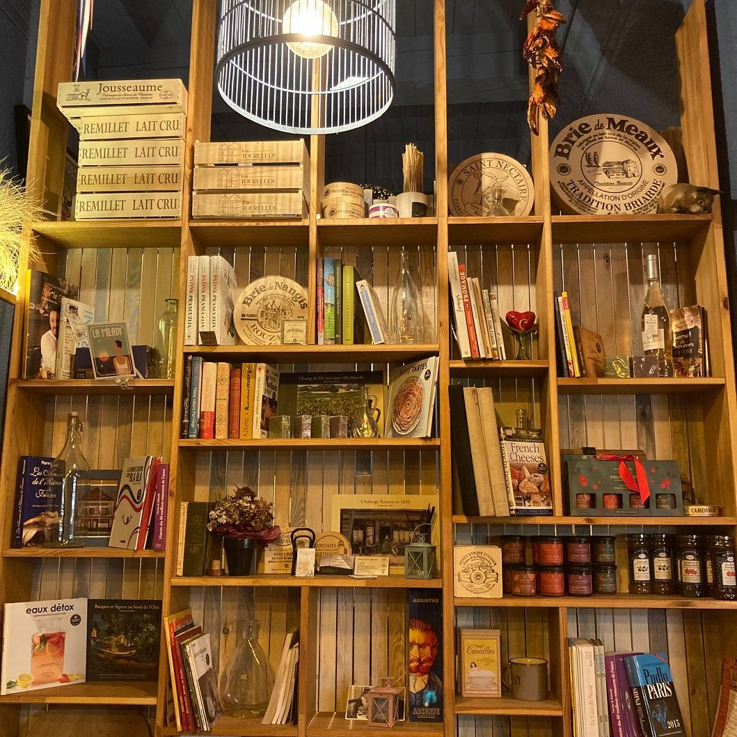Sandėliuko knygų lentynos